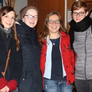Workshop 2015 in Hamburg: Vier Teilnehmerinnen lächeln in die Kamera. (Foto: ArbeiterKind.de)