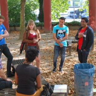 Es haben sich viele Gruppen zusammengefunden, um über einzelne Aspekte des Arbeitsalltag zu diskutieren. (Foto: ArbeiterKind.de)