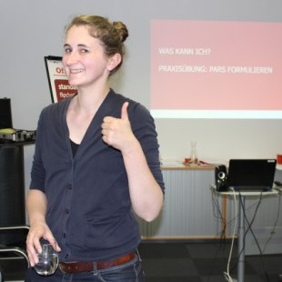 Workshop 2016 in Frankfurt am Main: Teammitglied Silke lächelt in die Kamera (Foto: ArbeiterKind.de)