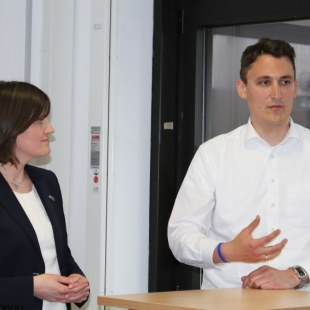 Unser Mentor Martin Vaßen im Gespräch mit Katja Urbatsch und Blick in die Runde hinter der Kamera. Foto: Hochschule Ludwigshafen am Rhein