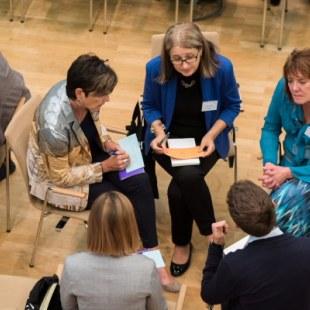 EAN 2017: Gesprächskreis in der Aula (Foto: Rolf K. Wegst)