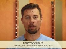 Ausschnitt aus dem Videobeitrag: Jimmy Shepherd schaut in die Kamera