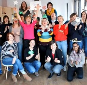 Bild zum Video: Das ArbeiterKind.de-Team steht vor der Kamera!